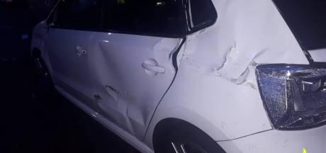 Dronken automobilist knalt tegen drie auto's in Dongen, politie neemt rijbewijs bestuurder in
