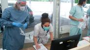 OVERZICHT. Aantal besmettingen met coronavirus blijft dalen, maar daling is minder fors