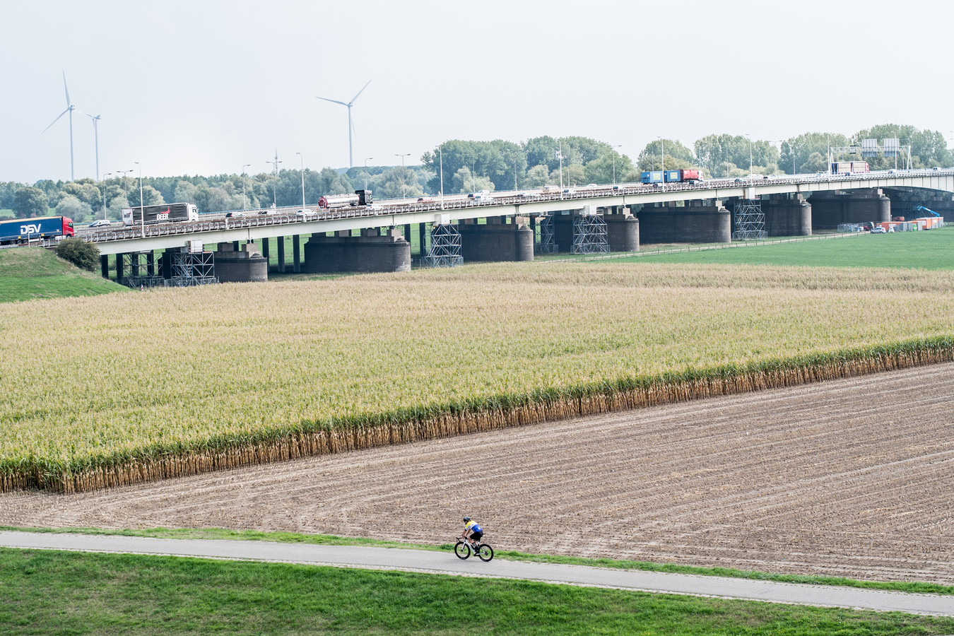 De IJsselbrug bij Velp.