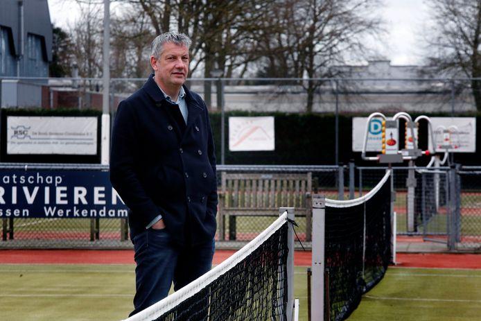 Voorzitter Arend-Jan Kant van LTV Almkerk ziet zijn club niet snel verhuizen.