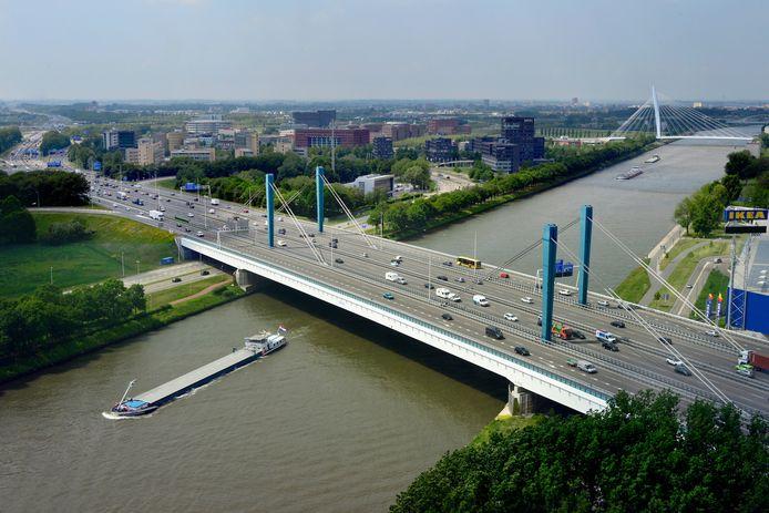 De Galecopperbrug is een stalen brug over het Amsterdam-Rijnkanaal bij Utrecht. Vanaf eind september zijn er door werkzaamheden een maand lang minder rijstroken beschikbaar.
