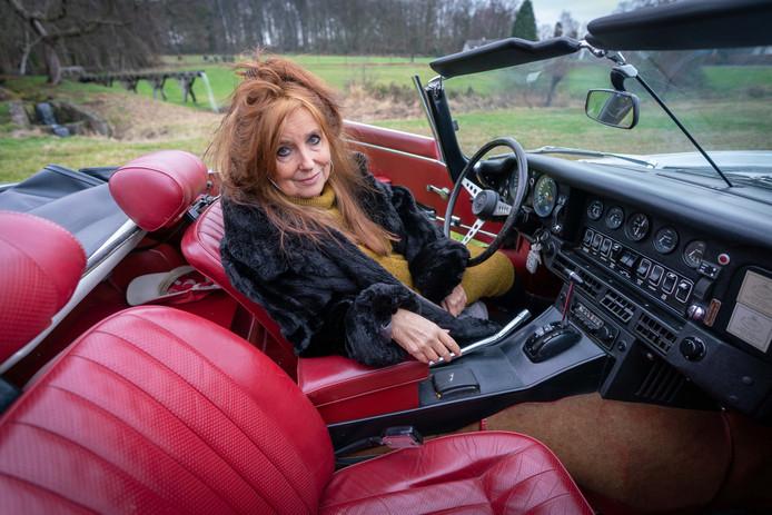 In het nieuwe boek van schrijfster Miriam Guensberg uit Oosterbeek spelen oldtimers een grote rol.