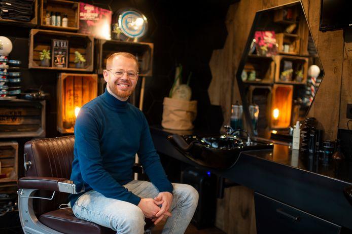 Kapper en barbier Philip Boeve (36) van Café Coiffé in Schoten