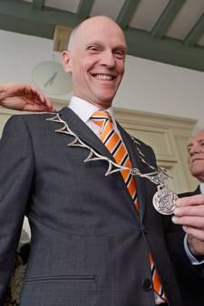 Burgemeester Fränzel draagt voor het eerst de ambtsketen van Meierijstad