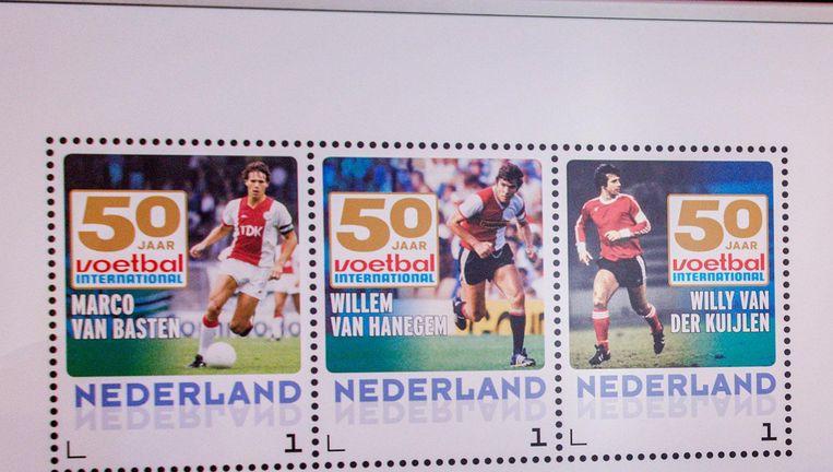Postzegels ter ere van het 50-jarig bestaan van Voetbal International in 2015. Beeld anp