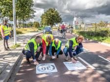 Offensief tegen hardrijders op fietsstraat in Zwolle, nu nog vriendelijk