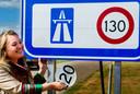 Toenmalig minister van Verkeer Melanie Schultz van Haegen onthulde het 130 kilometerbord bij de grensovergang Zandvliet aan de A4