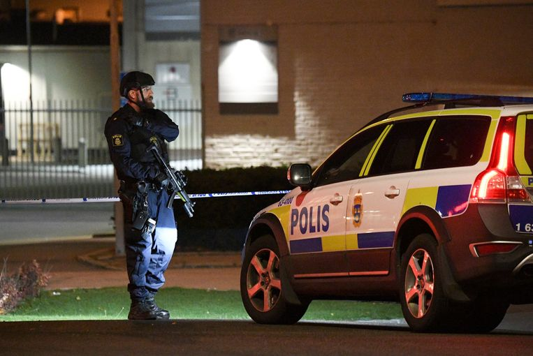 Een politieagent staat in Helsingborg, Zweden op wacht. Archieffoto.