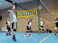 Volleybalmarathon in Nieuw-Namen: spelers halen ruim 1000 euro op voor Alzheimer Nederland