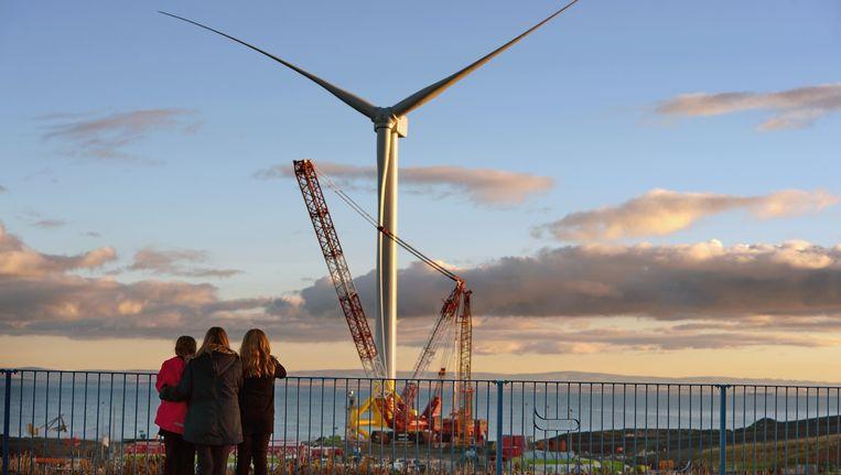 De grootste windturbine aan de kust is momenteel in aanbouw in Fife Energy Park in Methil.