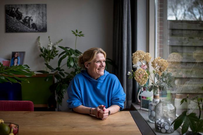 Merel Hennink kreeg in 2014 de diagnose longkanker. Ze zou nog hooguit drie jaar leven. Maar ze is er nog, tot grote blijdschap van haar twee kinderen.