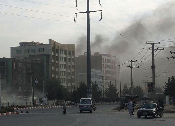 Er is rook te zien vanaf de plek van de aanslag, Kaboel.