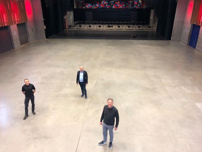 Philippe Peeters, schepen Alain Lynneel en burgemeester Steve Vandenberghe in MEC Staf Versluys.