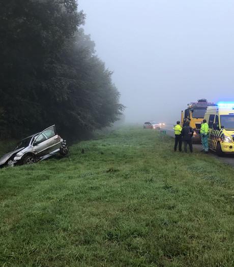 Automobilist valt in slaap en belandt in de sloot tussen Hengelo en  Oldenzaal