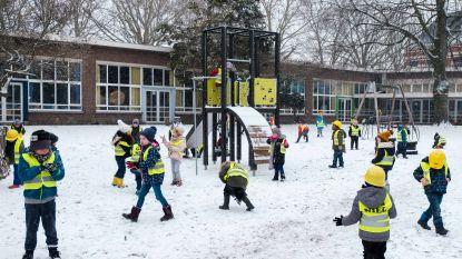 VIDEO: Kleuters ravotten in eerste sneeuw