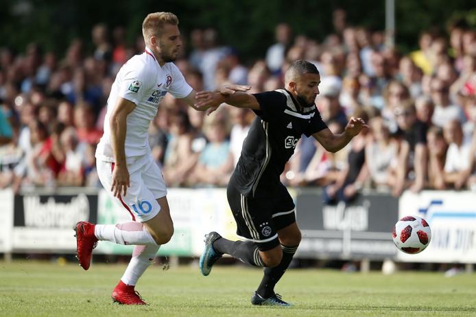 De wedstrijd Ajax - Steaua Boekarest speelde zich af in Het Achterveen in Hattem. Rechts Zakaria Labyad.