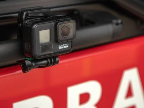 Brandweer Flevoland rukt uit met actiecamera's: 'past in een tijd dat real life het goed doet'