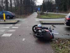 Doorrijder in Mercedes gezocht na ongeluk in Veenendaal waarbij brommerrijder gewond raakte
