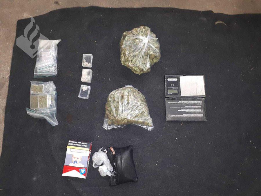 Ook in verborgen ruimtes werden drugs gevonden.