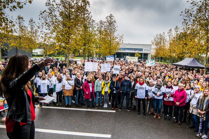 Op de manifestatie in Enschede kwamen circa 700 leraren af.
