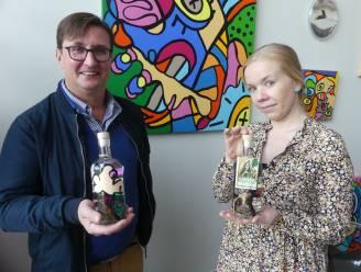 Tanneke Gin goes popart: kunstenares steekt 'heksengin' in een modern jasje