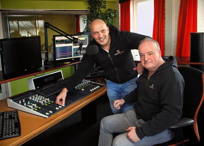 Nic van Kampen ( rechts )  en Jos Leijs maakten samen 15 jaar lang het programma Weekend FM , zaterdag 24 februari is de laatste keer op Local FM . foto : Gerard van Offeren/Pix4profs