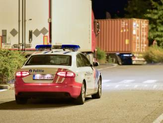 Vijf illegalen vluchten uit vrachtwagen bij DCM