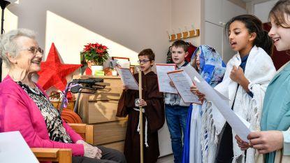 Kinderen basisschool Dorp zingen voor bewoners Hof ter Veldeken