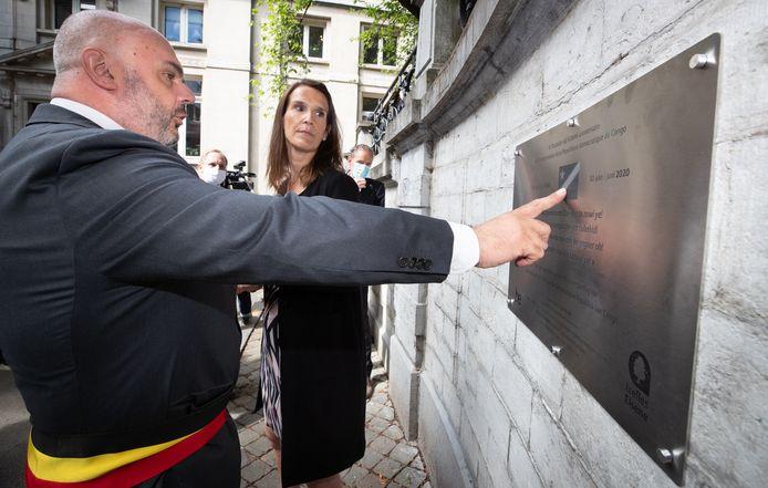 Christos Doulkeridis, bourgmestre d'Ixelles et la Première ministre Sophie Wilmes lors de la cérémonie d'inauguration ce mardi.