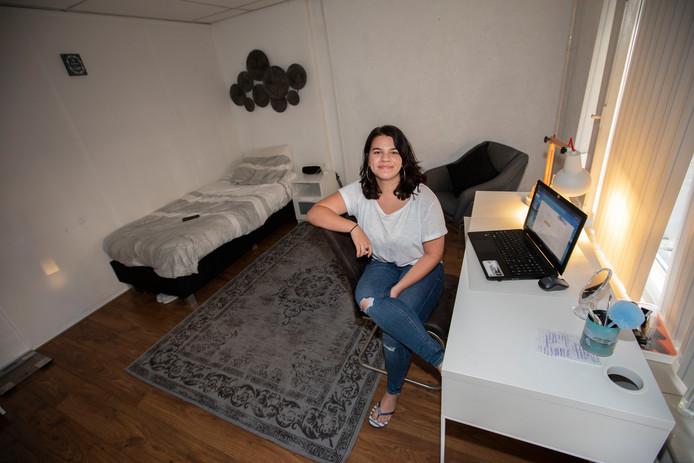 Gemma de Mey op haar studentenkamer aan de Kruisstraat in Eindhoven