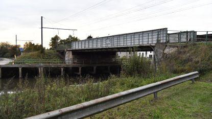 Spoorwegbrug afgesloten voor fietsers