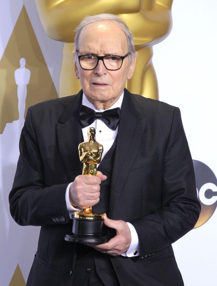 De 87-jarige Ennio Morricone werd gisteren de oudste Oscarwinnaar ooit.