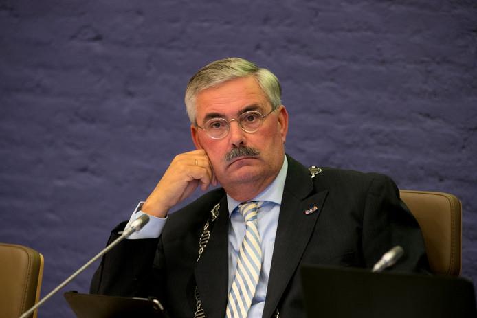 Burgemeester Aat de Jonge van Dronten stopt met zijn burgemeesterschap.