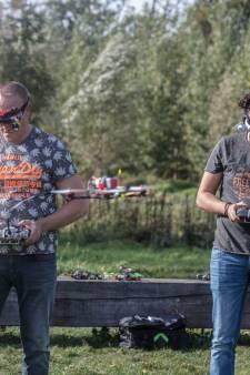 Kunstjes doen met rappe quadcopter in Helmond