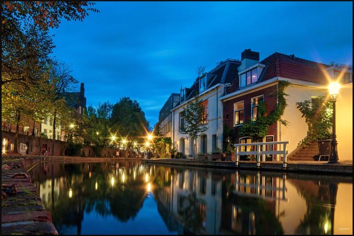 Zelfs in Utrecht is er weleens niemand op straat, in de lucht of op het water. Wie op zoek is naar rust, gaat daarom het liefst in de avonduren op pad. Wel mét camera.