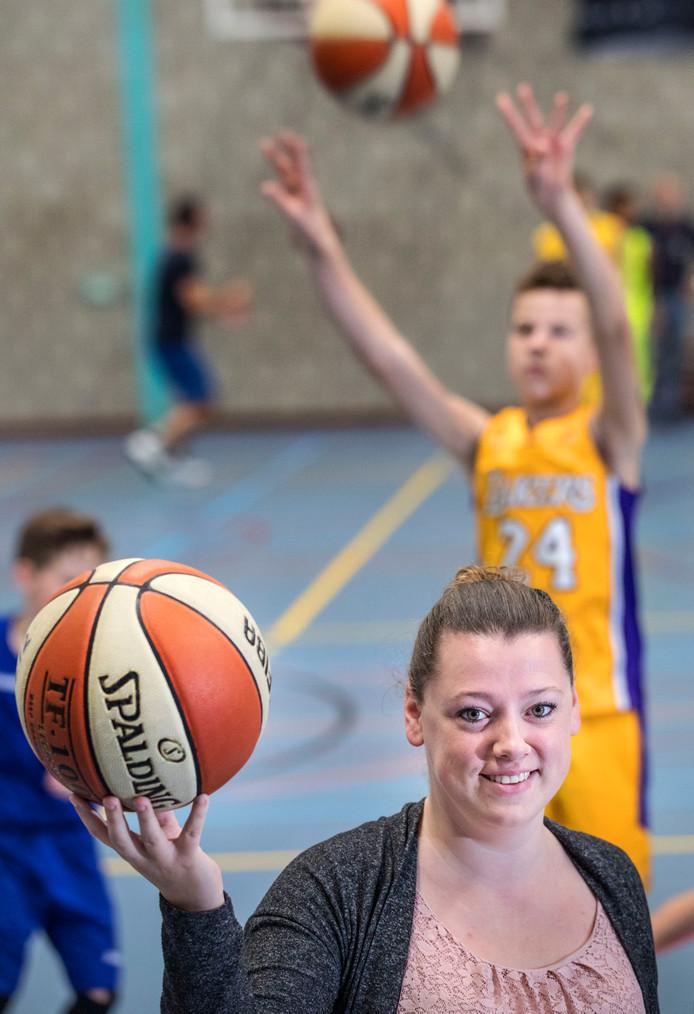 Maaike Haeren is gek op basketbal, op haar club én op het meisjesteam dat ze traint.