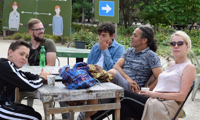 Hassan en Lisette met hun twee zoons Amir en Ismael.