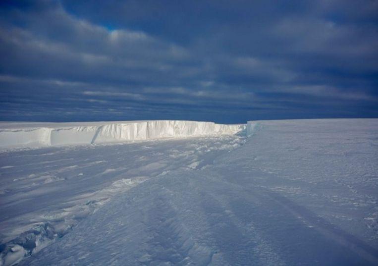 De scheur in de  Brunt-ijsplaat op Antarctica.