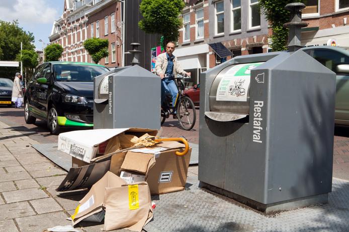 De gemeente gaat naastplaatsingen bij afvalcontainers aanpakken.