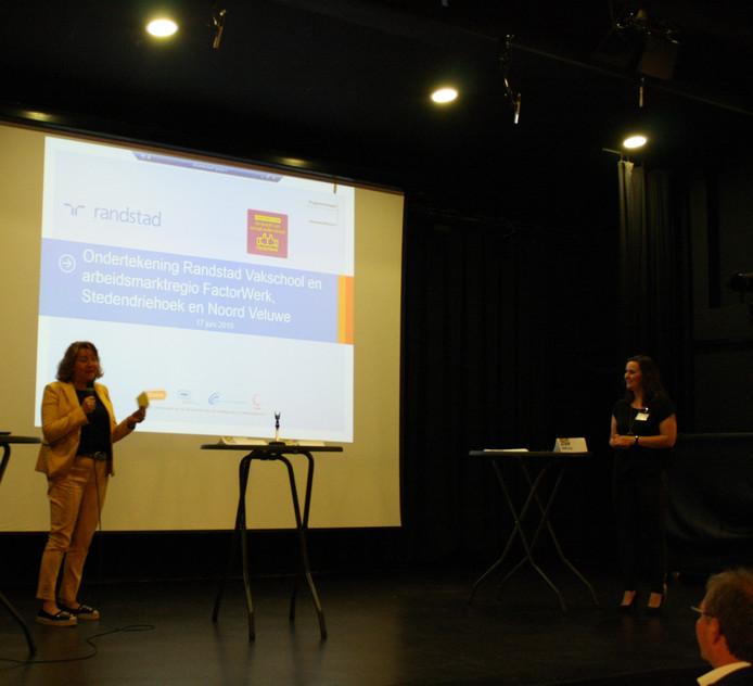 Ondertekening Randstad Vakschool met arbeidsmarktregio Stedendriehoek en Noord-Veluwe.