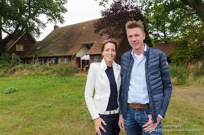 Judith en Berend Timmerhuis bij boerderij De Bongerd