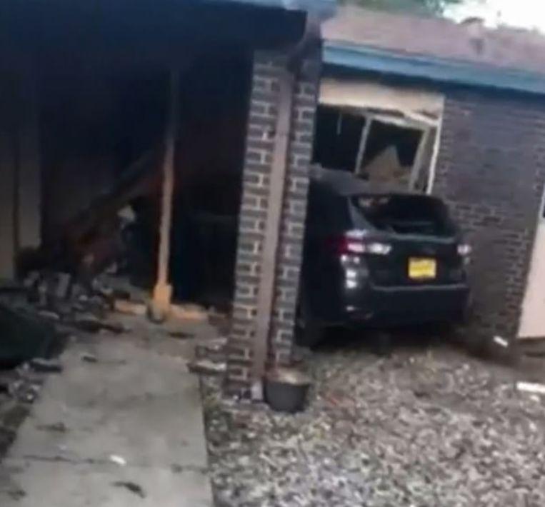 Cayla reed recht in een huis nadat ze geraakt werd door een kogel.