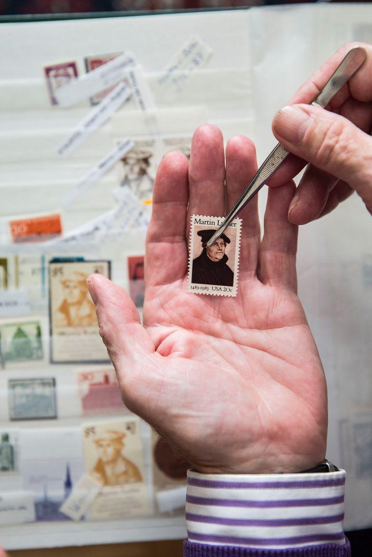 Een hele reeks Europese landen kwam vierde 500 jaar Reformatie met een postzegel. Zelf Italië en Vaticaanstad. Daarbij kon Nederland niet achterblijven. Beeld arie kievit