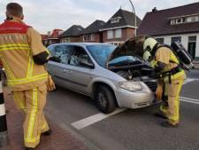 Auto vat vlam op Breemarsweg in Hengelo