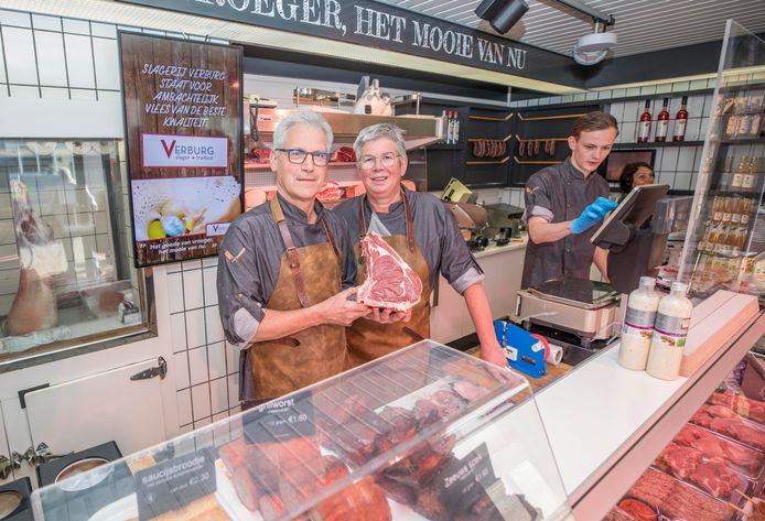 Cor en Corine Verburg met Côte a l'os voor op de barbecue.