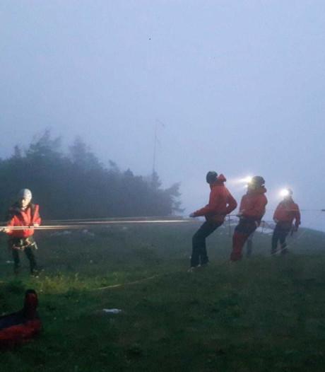 Plassende toerist valt honderd meter van Oostenrijkse berg
