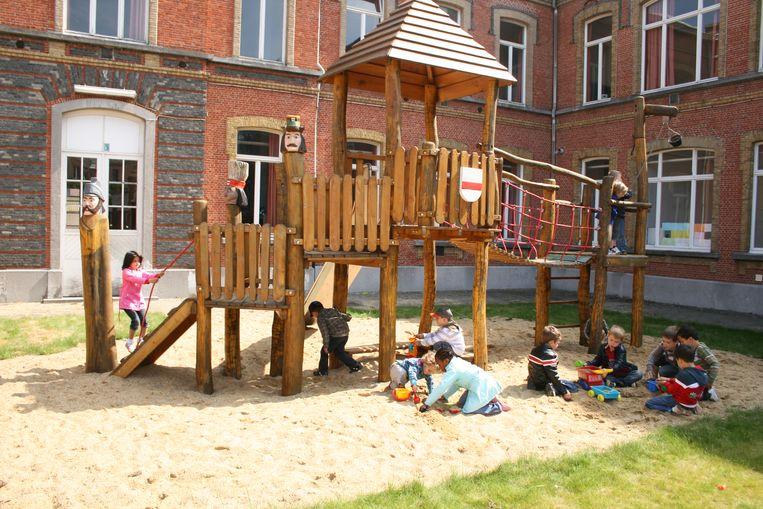 Kinderopvang De Kleine Reus laat kinderen spelen terwijl de ouders winkelen.