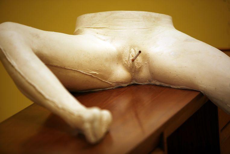 Een van de beelden uit de expositie 'I Scream Daddio', de officiële Britse bijdrage van kunstenares Sarah Lucas voor de Biënnale van Venetië in 2015. Beeld Hollandse Hoogte / Polaris Images