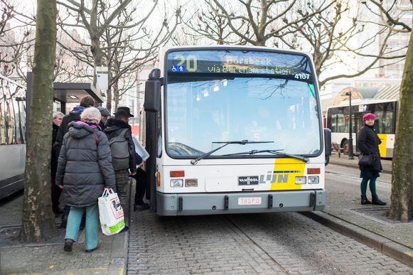 Vanaf februari zullen reizigers in de stad alleen nog maar 'groene', minder vervuilende bussen kunnen nemen.