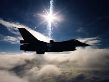 F'16's Volkel vliegen boven Margraten en familiedag op vliegbasis